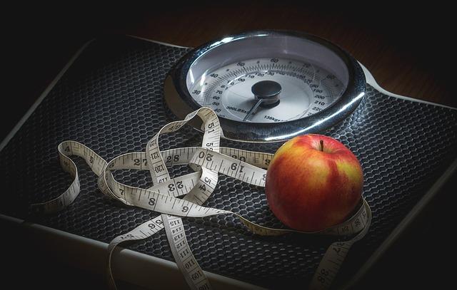 metr, jablko a váha.jpg