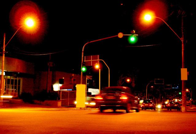 silniční provoz na okraji města.jpg