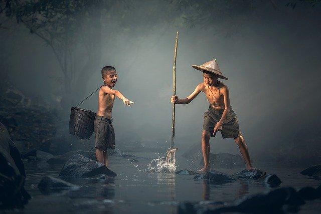 Děti rybaření.