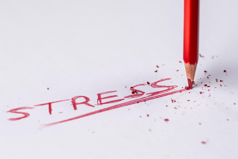 nápis stres
